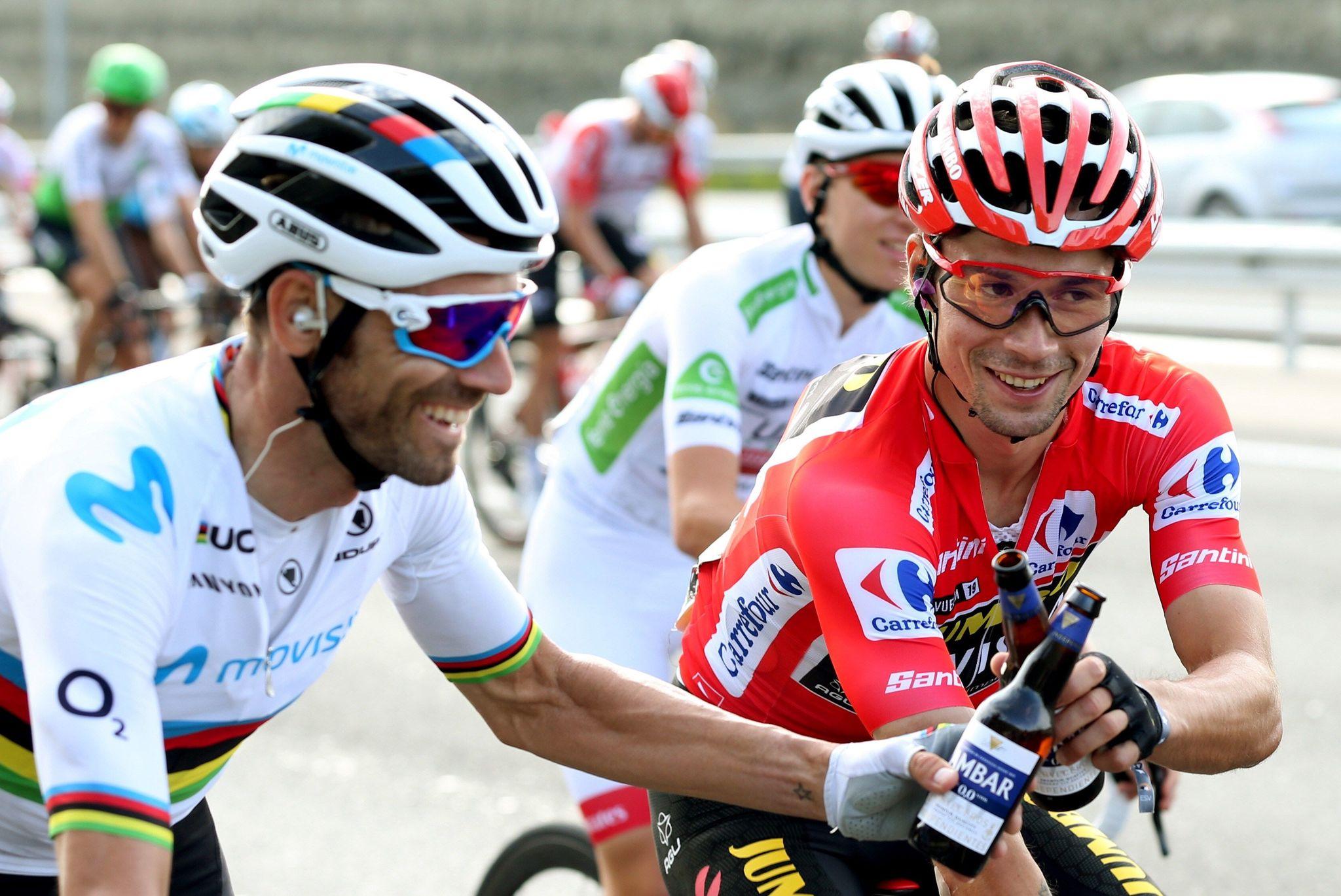 GRAF3064. MADRID, 15/09/2019.- El ciclista esloveno del equipo Jumbo-Visma, Primôz Roglic (d), celebra junto a <HIT>Alejandro</HIT><HIT>Valverde</HIT> (i) del equipo Movistar, tras coronarse como ganador de La Vuelta a España 2019, en la vigésimo primera y última etapa que ha salido de Fuenlabrada y con meta en Madrid, con un recorrido de 106,6 kilómetros. EFE/Javier Lizón