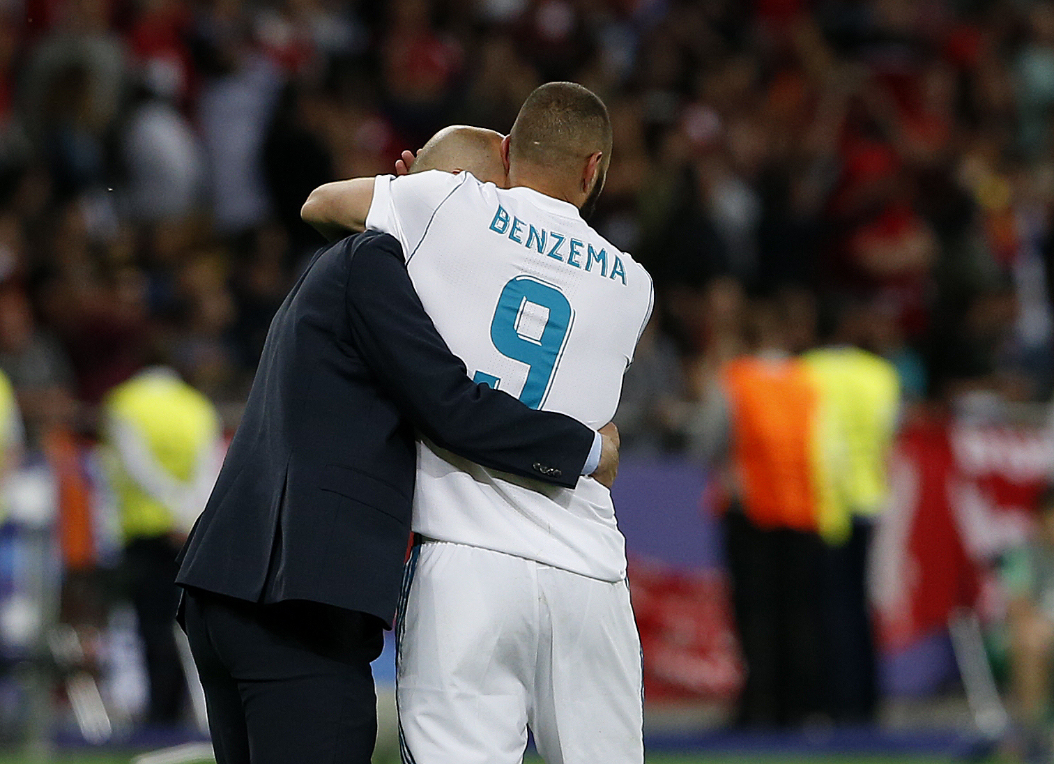 FINAL DE LA CHAMPIONS LEAGUE REAL MADRID-LIVERPOOL ALEGRIAS TRAS EL GOL DE <HIT>BENZEMA</HIT>