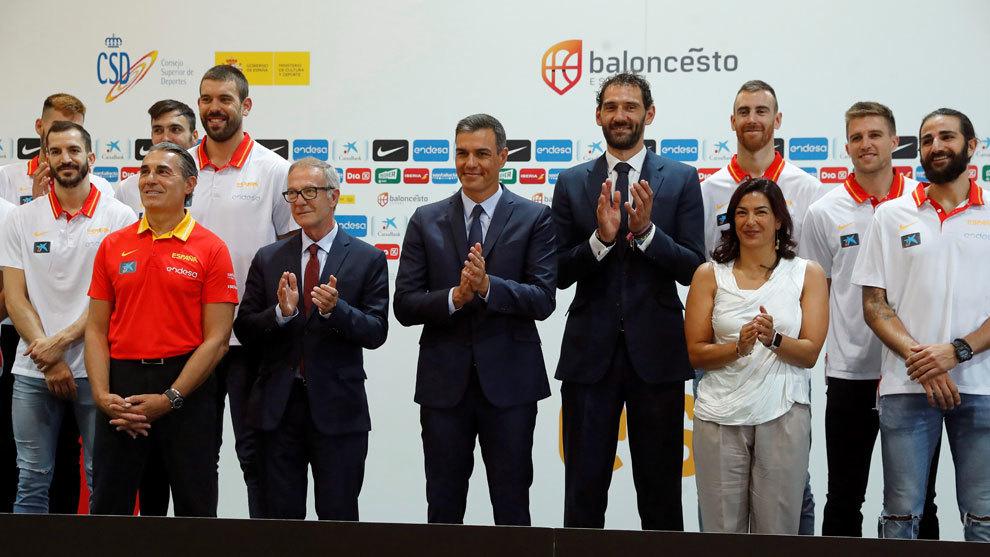 Los miembros de la selección; Pedro Sánchez, presidente del Gobierno...