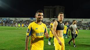 Corona dio asistencia en el gol de la victoria