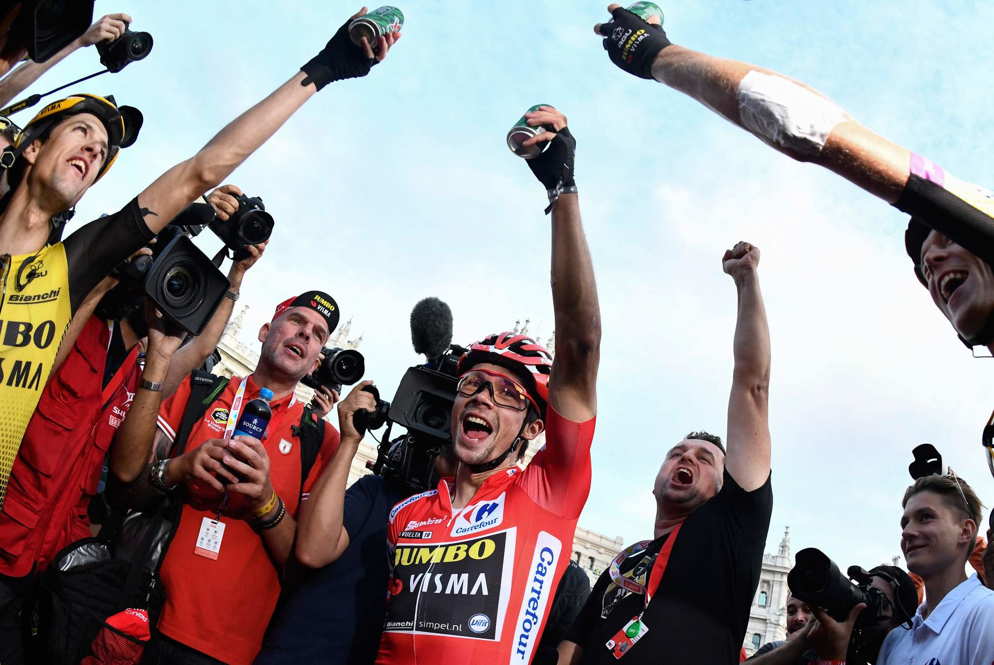 Team Jumbo rider Slovenias Primoz <HIT>Roglic</HIT> (C) celebrates with his teammates after winning the 21st and last stage of the 2019 La Vuelta cycling Tour of Spain, a 106,6 km race from Fuenlabrada to Madrid on September 15, 2019. (Photo by OSCAR DEL POZO / AFP)