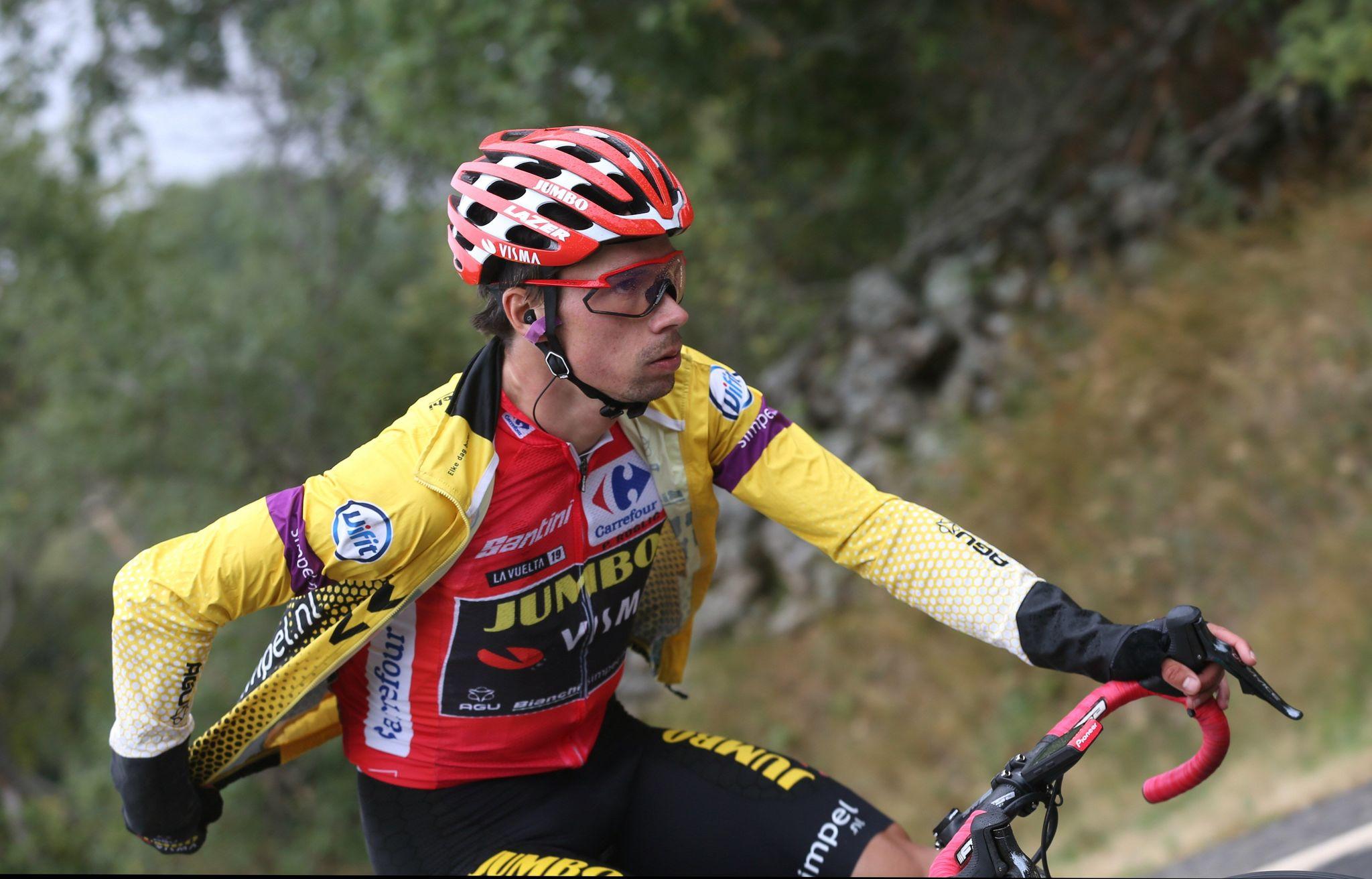 GRAF2276. ARENAS DE SAN PEDRO (ÁVILA), 14/09/2019.- El ciclista esloveno del equipo, Jumbo-Visma y líder de la clasificación general Primôz <HIT>Roglic</HIT>, durante la vigésimo etapa de la Vuelta a España 2019, que ha partido de la localidad abulense de Arenas de San Pedro y finaliza en la Plataforma de Gredos, tras 190,4 kilómetros de recorrido. EFE/Javier Lizón