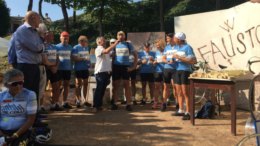 Admiradores de Coppi emularon el viaje en bicicleta del campeón desde...