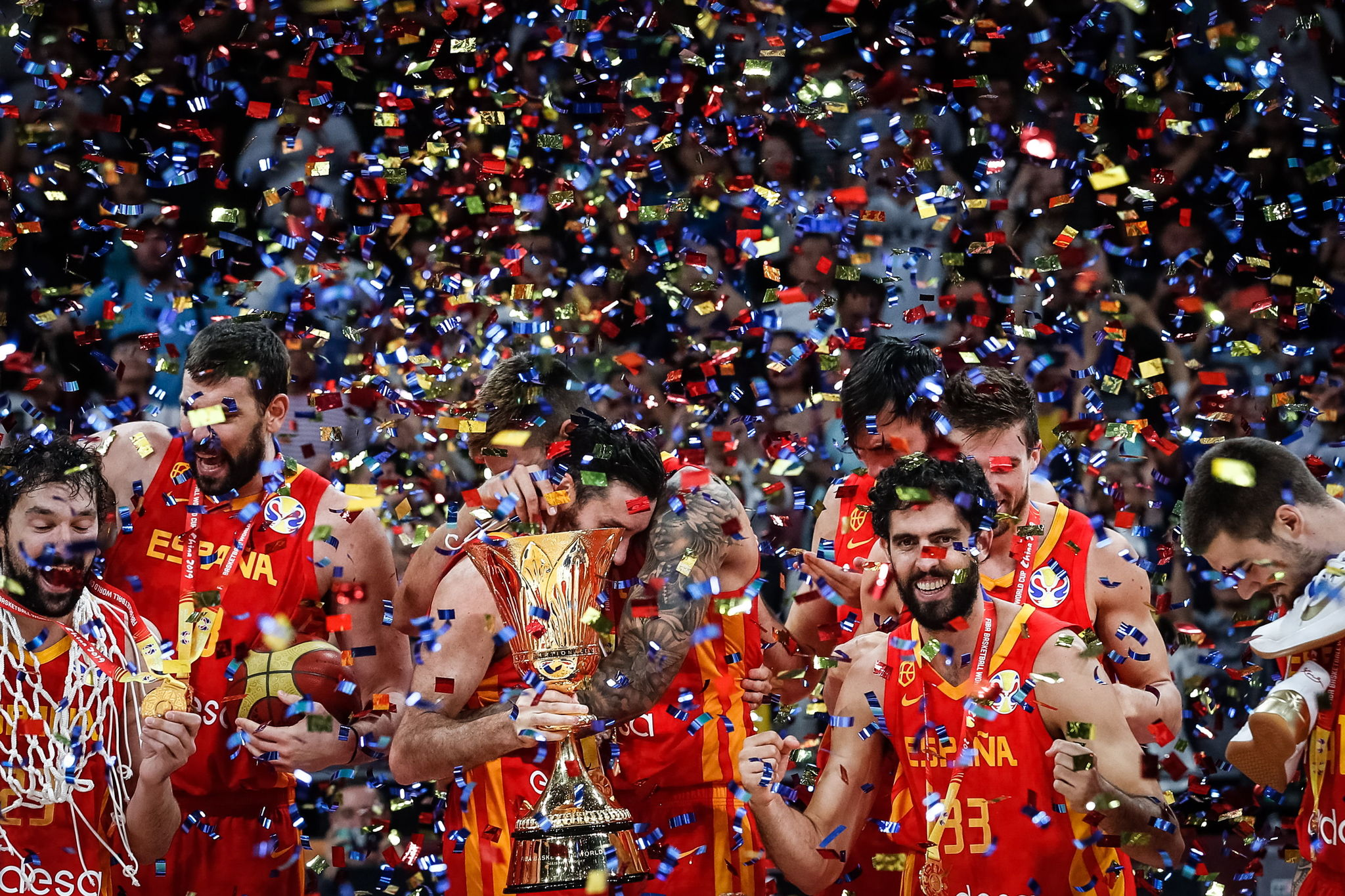 España celebrando su triunfo contra Argentina en la final del Mundial...