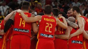Piña de la selección española tras ganar el Mundial