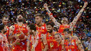Los jugadores de España en la celebracion como campeones del Mundo de...