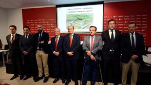 Los dirigentes del Sevilla, en la presentación del proyecto.
