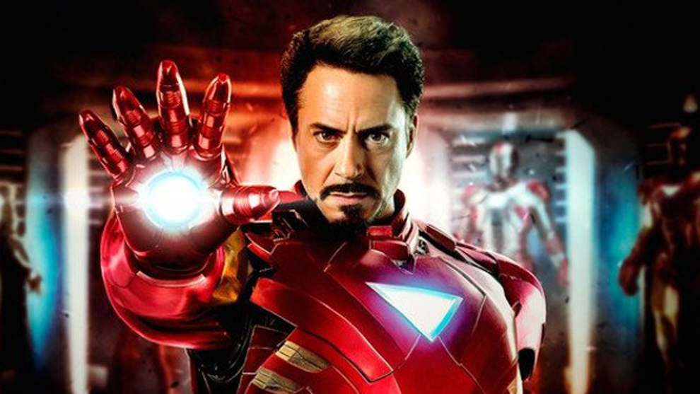 Robert Downey Jr. caracterizado como Iron Man