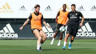 Ramos y Hazard en el entrenamiento de esta mañana