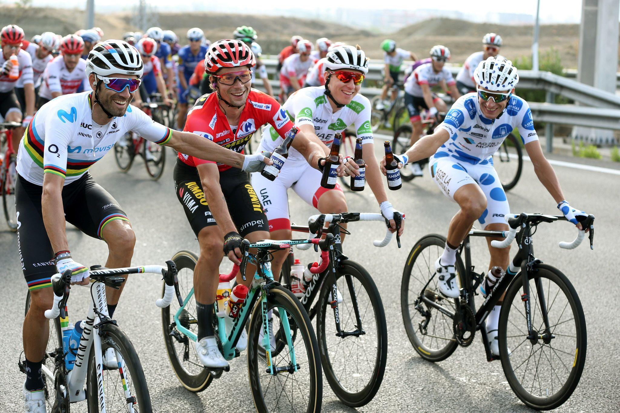 GRAF3065. MADRID, 15/09/2019.- El ciclista esloveno del equipo Jumbo-Visma, Primôz Roglic (c1), celebra junto a <HIT>Alejandro</HIT><HIT>Valverde</HIT> (i) del equipo Movistar, segundo clasificado; Tadej Pogacar (c2) del equipo UAE Emirates, tercero, y el francés Geoffrey Bouchard, del equipo AG2R Mondiale, vencedor de la montaña, tras coronarse como ganador de La Vuelta a España 2019, en la vigésimo primera y última etapa que ha salido de Fuenlabrada y con meta en Madrid, con un recorrido de 106,6 kilómetros. EFE/Javier Lizón