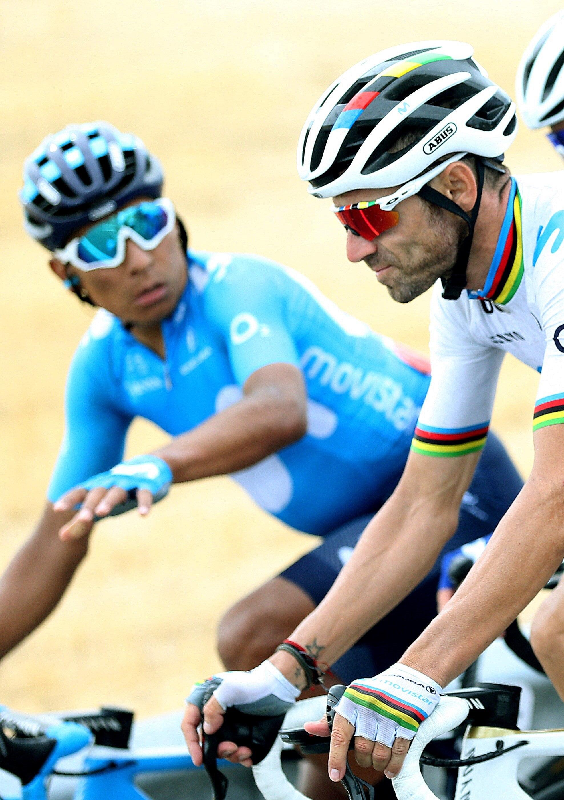GRAF1793. ESCALONA (TOLEDO), 13/09/2019.- El ciclista español y campeón del mundo <HIT>Alejandro</HIT><HIT>Valverde</HIT> (d), del equipo Movistar, seguido de su compañero de equipo, el colombiano Nairo Quintana (d), este viernes junto al pelotón a su paso por Escalona, durante la decimonovena etapa de la Vuelta a España 2019, una travesía con salida en Ávila y meta en Toledo, que cuenta con un recorrido de 165,2 kilómetros. EFE/ Javier Lizón