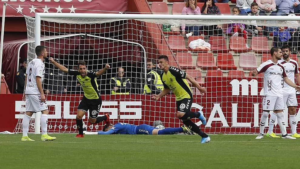 Mazán celebra el 0-2 del Tenerife en Albacete con Carlos Ruiz al...