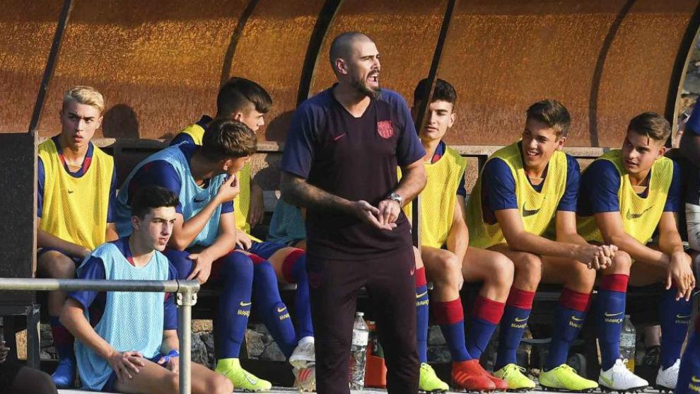Víctor Valdés y varios jugadores del Juvenilfcb
