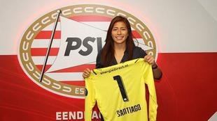 La mexicana vio sus primeros minutos bajo al arco del PSV