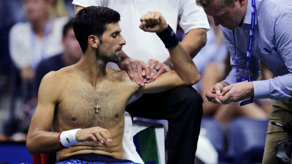 Djokovic, tratado del hombro izquierdo