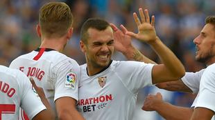 Jordán, felicitado por sus compañeros tras marcar al Alavés.