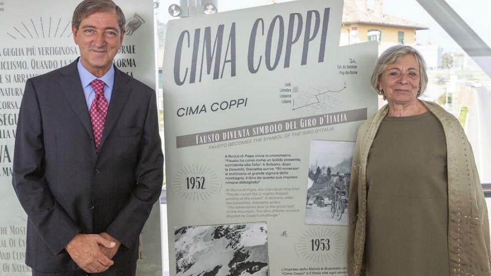 Angelo Fausto y Marina, los hijos de Fausto Coppi en la inauguración...