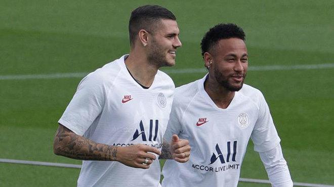 Icardi, con Neymar en el entrenamiento.