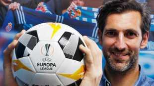 Diego López posa para MARCA con el balón de la Europa League