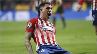 Giménez celebrando el gol anotado contra la Juventus