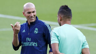 Zidane y Casemiro, este martes en París