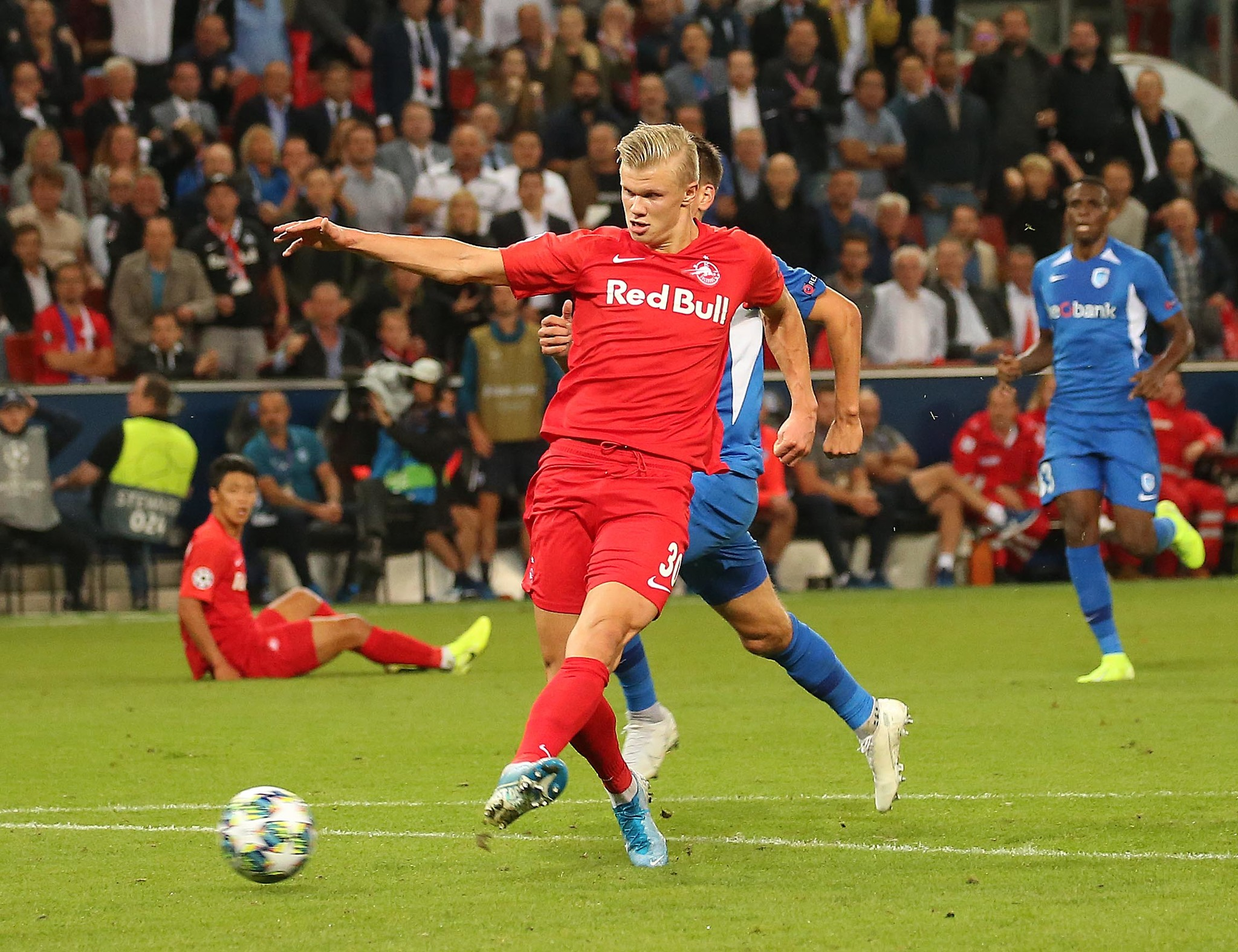 <HIT>Salzburg</HIT>s Norwegian forward Erling Braut Haland scores during the UEFA Champions League Group E football match <HIT>Salzburg</HIT> v Genk in <HIT>Salzburg</HIT>, Austria, on September 17, 2019. (Photo by KRUGFOTO / APA / AFP) / Austria OUT