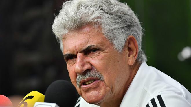 Ricardo Ferretti durante una conferencia de prensa.