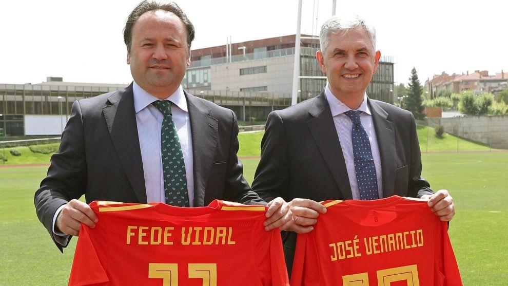 Venancio y Vidal en su presentación como director técnico y...