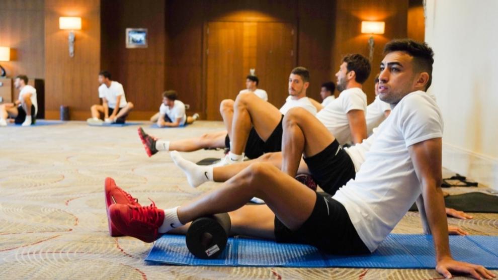 Debuta Chicharito en el Sevilla con golazo