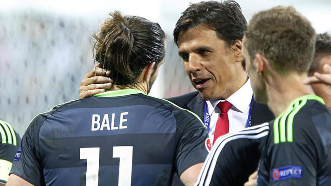 Gareth Bale and Chris Coleman at Euro 2016.