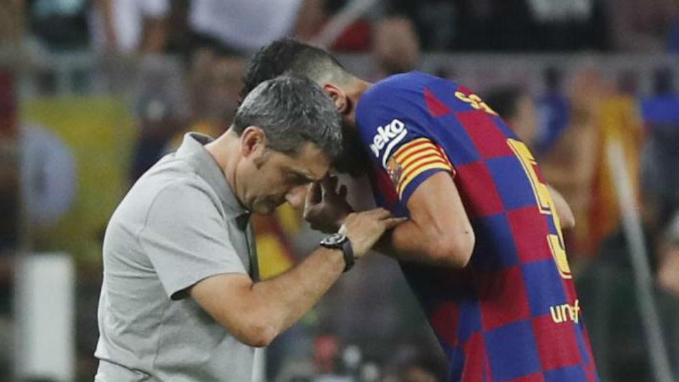 Busquets habla con Valverde.