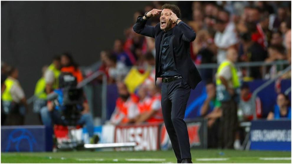 Simeone haciendo un gesto durante el partido