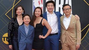 Joe Tsai junto a su familia en los premios de la NBA 2019 en Barker...