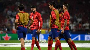 Calentamiento de jugadores del Atlético previo al partido contra la...