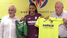 Salma en su presentación como nueva integrante del Villarreal  y del...