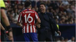 Herrera festejando el gol con el banquillo