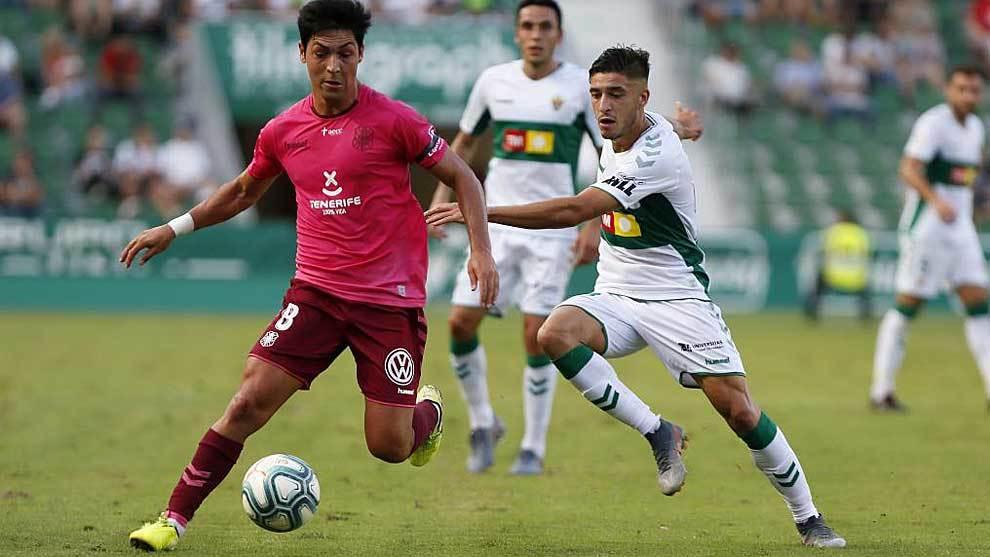 Borja Lasso, autor del empate, es presionado por Óscar en el...