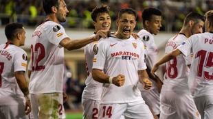 El mexicano se estrenó como goleador en duelo de la Europa League