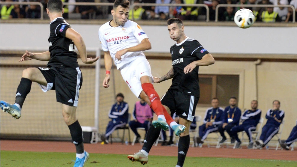 Munir (24) remata de cabeza en el partido frente al Qarabag.