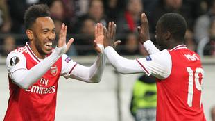 Aubameyang celebra su gol junto a Pepé
