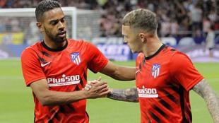 Lodi y Trippier antes de un partido del Atlético.