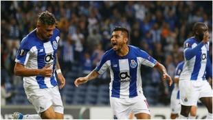 Jesús Corona celebra el 2-1 del Porto.