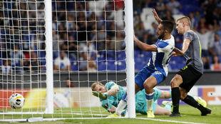 Vargas, en el momento de marcar el tanto contra el Ferencvaros