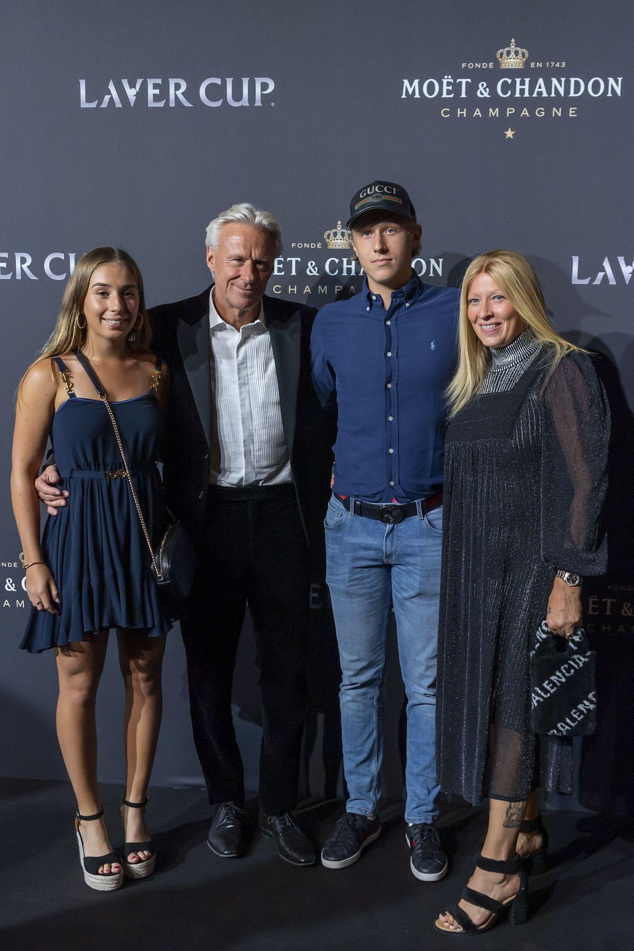 Bjorn Borg junto a su esposa Patricia Ostfeldt y su hijo Leo Borg en la alfombra roja de la noche de gala de la Laver Cup en Ginebra.