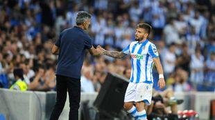 Imanol saluda a Portu, en el partido contra el Atlético de Madrid.