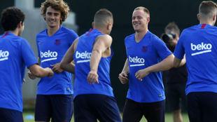 Varios jugadores del Barcelona, en un entrenamiento