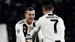 Bernardeschi saluda a Cristiano en la Champions League