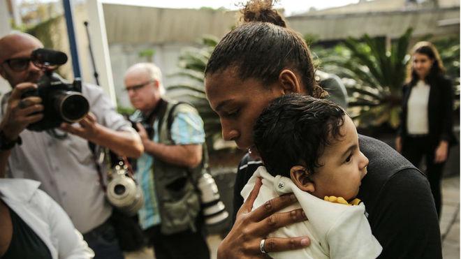 Silva, a la llegada a la rueda de prensa con el bebé al que atribuye...
