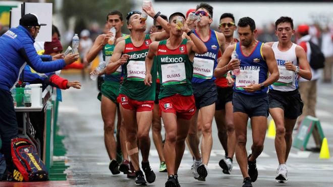 Arévalo, segundo por la derecha, durante los JJ Panamericanos el...