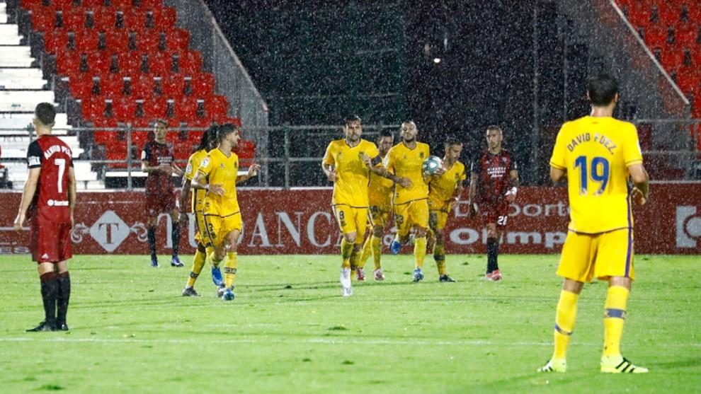 Jugadores del Alcorcón celebran el gol de Stoichkov